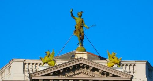 Görbe Márk: Istenek és mitológiai alakok Budapest házdíszeiben folytatása: BUDAPEST MiTIKUS LÉNYEI, ROKONAIK, BARÁTAIK ÉS ÜZLETFELEIK